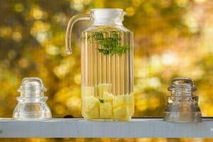 20131116-pineapple-mint-water-1-M-300x200